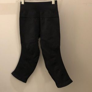 Lululemon black crop legging, sz 2, 71387
